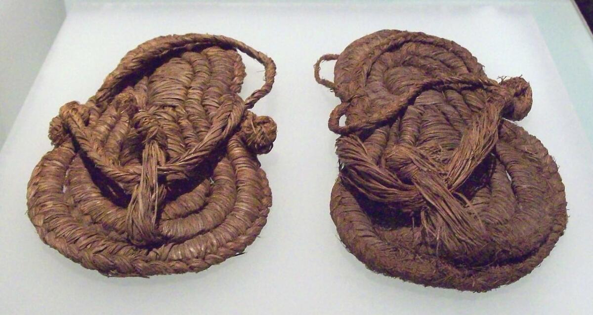 Кожаные сандалии, найденые в Испании
