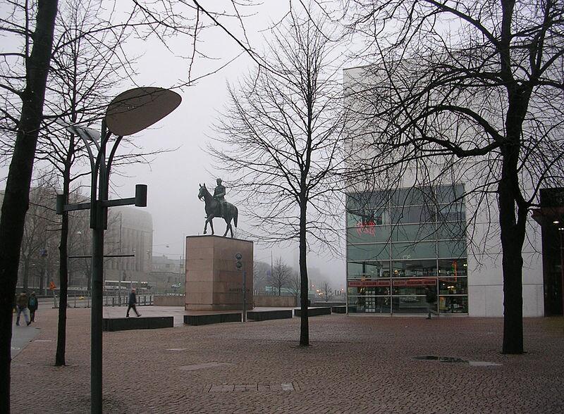 Памятник маршалу Маннергейму и музей современного искусства