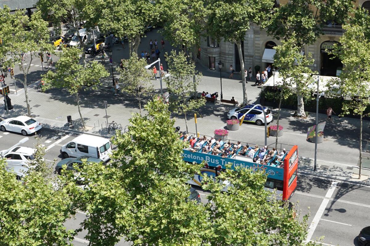 В Барселону нужно приезжать надолго, нельзя увидеть ее из автобуса