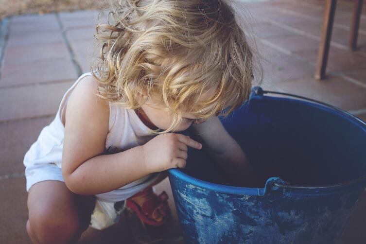 Дайте ребенку понять, что ваша семья — единый механизм, который не может слаженно работать, если кто-то этого не хочет