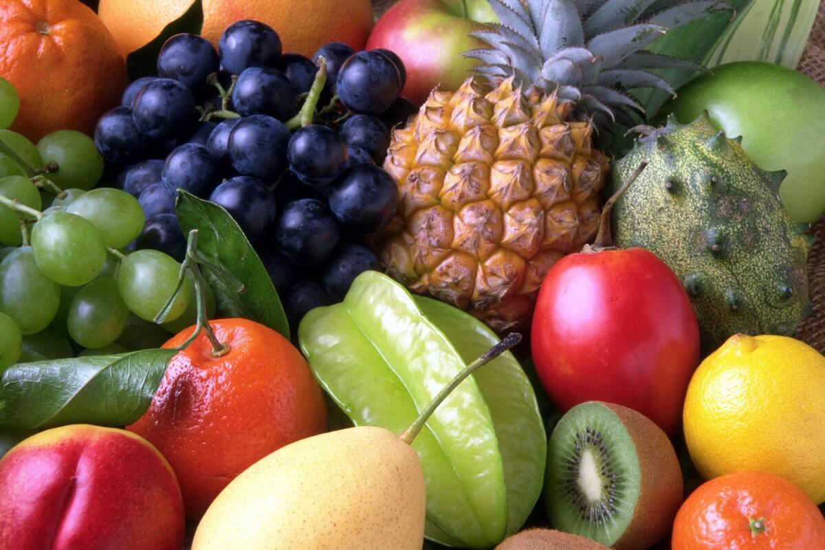 Фрукты содержат в основном яблочную кислоту, а ягоды и цитрусовые— лимонную
