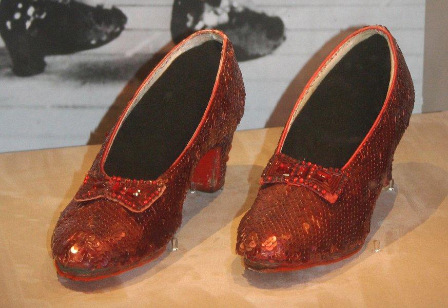 Пример туфлей-лодочек— рубиновые башмачки Дороти из к-ф «Чародей из страны Оз» (1939)