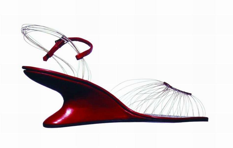 Невидимая сандалия Феррагамо из коллекции 2012г.