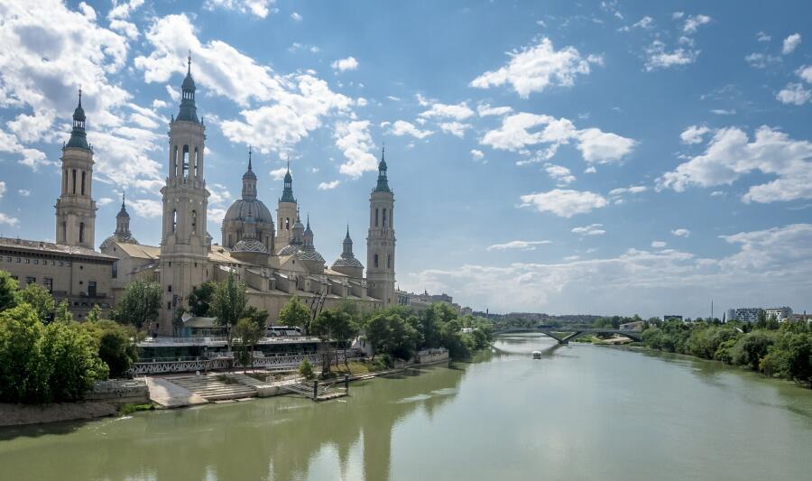 Город Сарагоса, вид на реку Эбро
