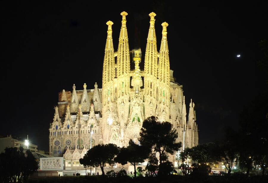 Церковь Святого Семейства в Барселоне - столицы Каталонии