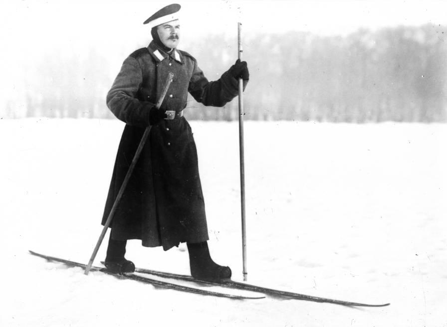 Русский солдат на лыжах и в валенках, фото до 1917 года