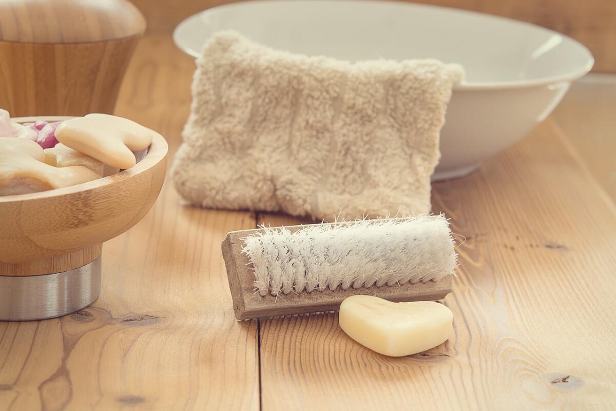 Для поддержания чистоты рук вполне достаточно обычного мыла и чистой воды