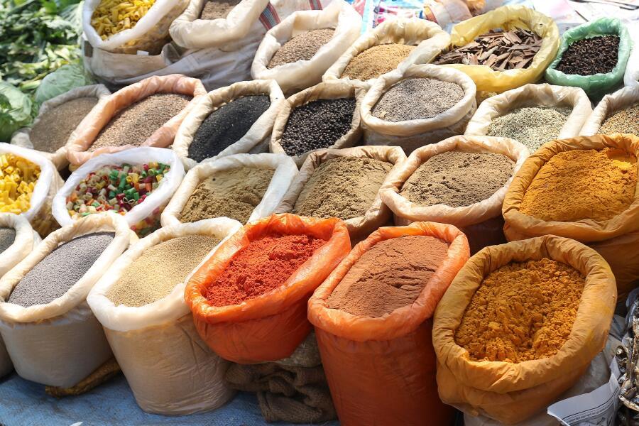 Многие виды индийских карри включают в себя асафетиду