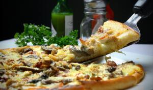 Как быстро приготовить пиццу?