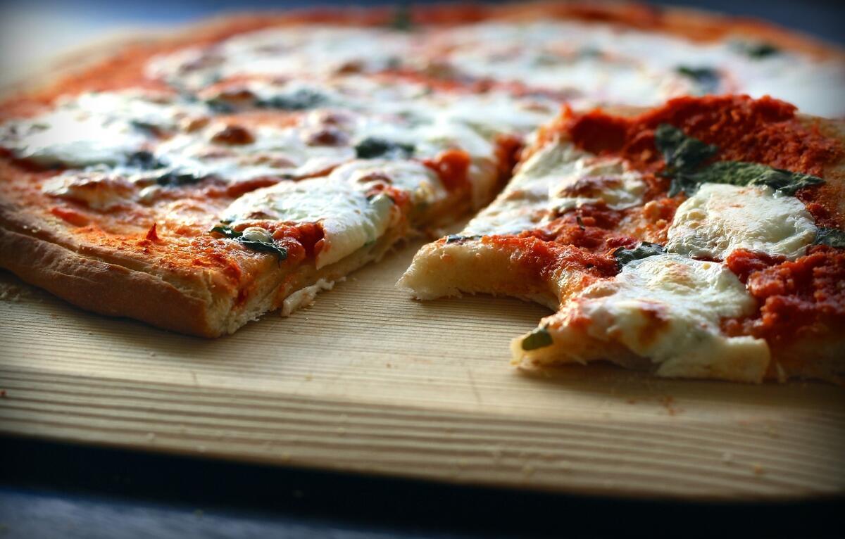 Кто-то обожает пиццу с мясом, а кто-то требует колбасу