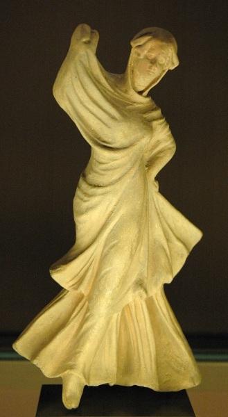Танцовщица, высота 18 см, Лувр, Париж, Франция