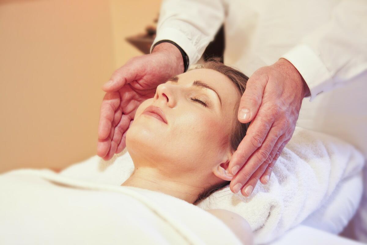 Сделайте массаж головы