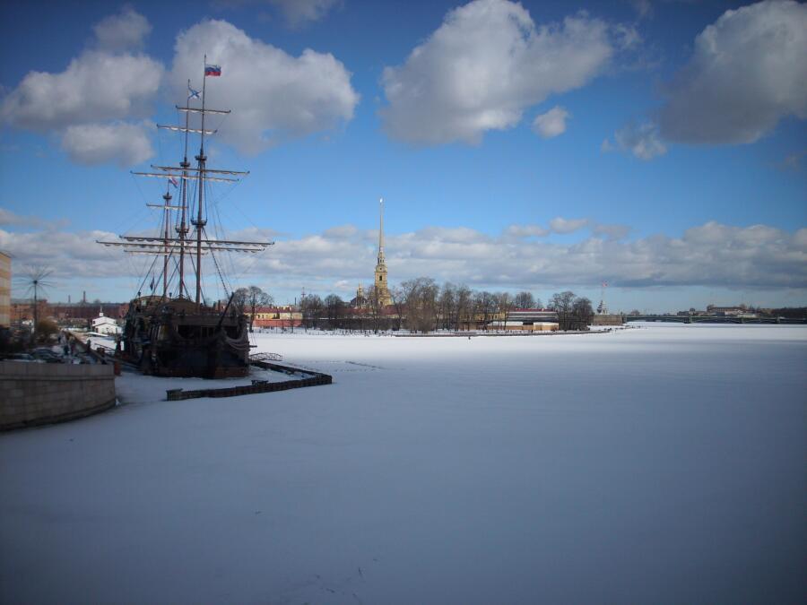 Вид с Малой Невы, зима, мост Строителей