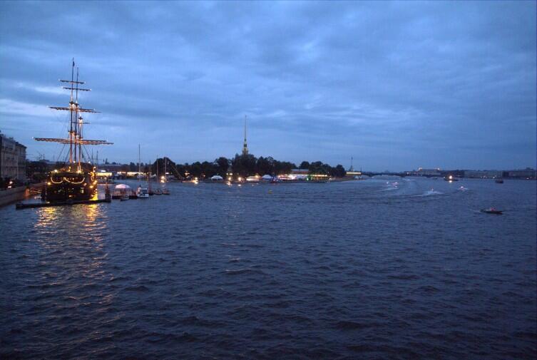 Вид с Малой Невы. Мост Строителей. Лето