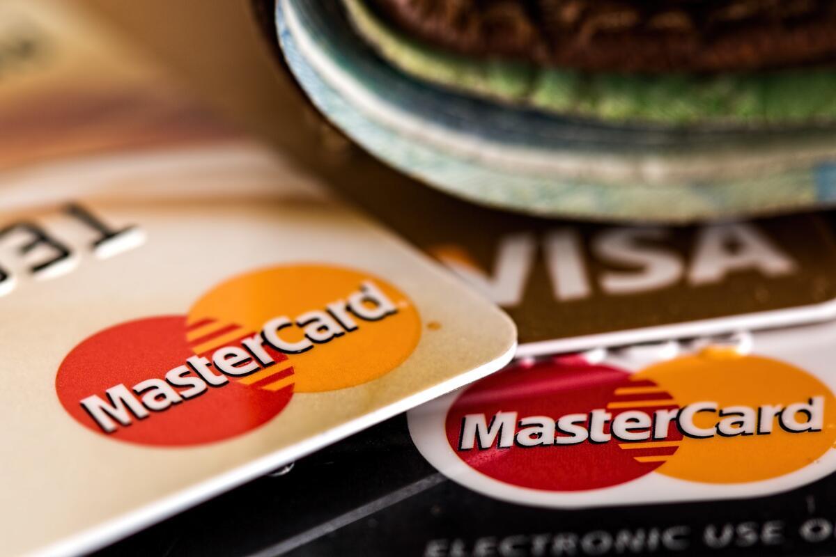 Вам потребуется банковская карта