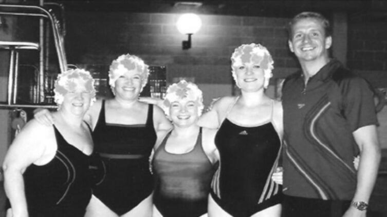 Легенды моря. Пэт Нельсон, Салли Ладлоу, Мел Реддинг и Линн Джилфеллон успешно переплыли Ла-Манш после тридцати недель подготовки. Фотография из книги