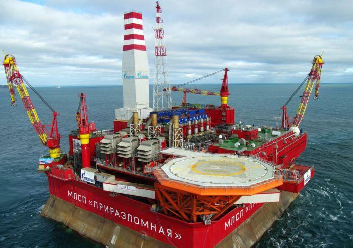 Приразломное нефтяное месторождение на шельфе Печорского моря