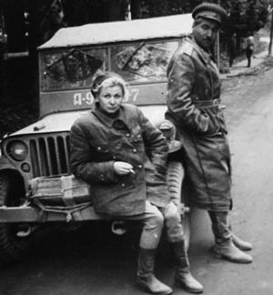 На фронтовых дорогах. Валентина Серова и Константин Симонов, 1944 год