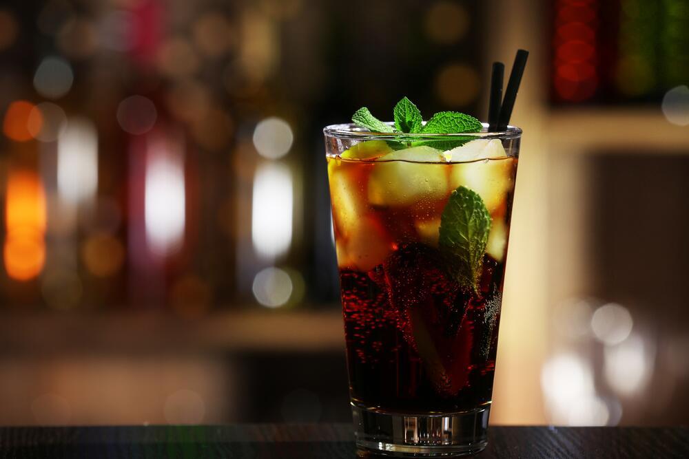 Натощак алкоголь впитывается в кровь гораздо быстрее