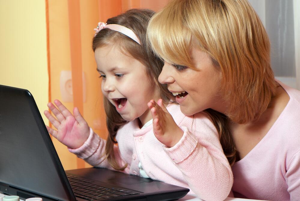 Интернет объединяет взрослых и детей
