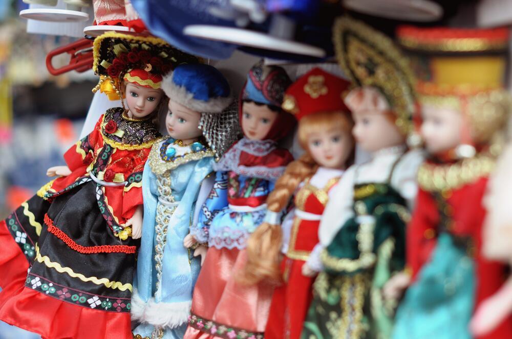 China dolls не похожи на китаянок, потому что вовсе не китайские — просто сделаны из китайского фарфора