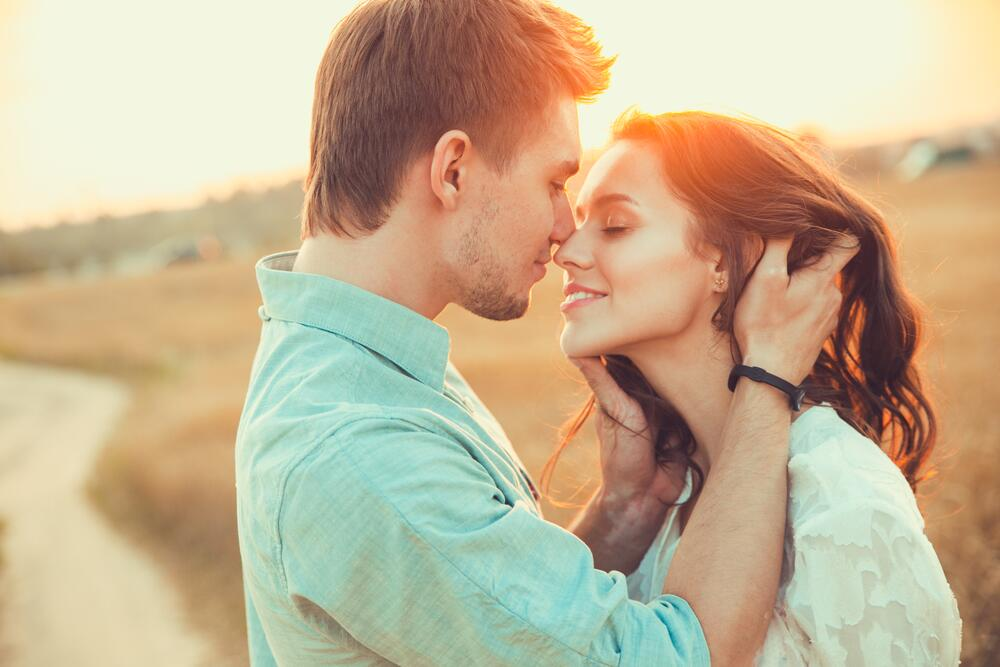 Любовь нечаянно нагрянет, когда её совсем не ждёшь