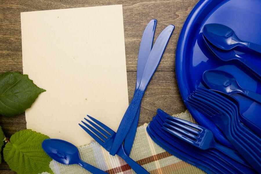 В целях безопасности лучше отказаться от пластиковой посуды