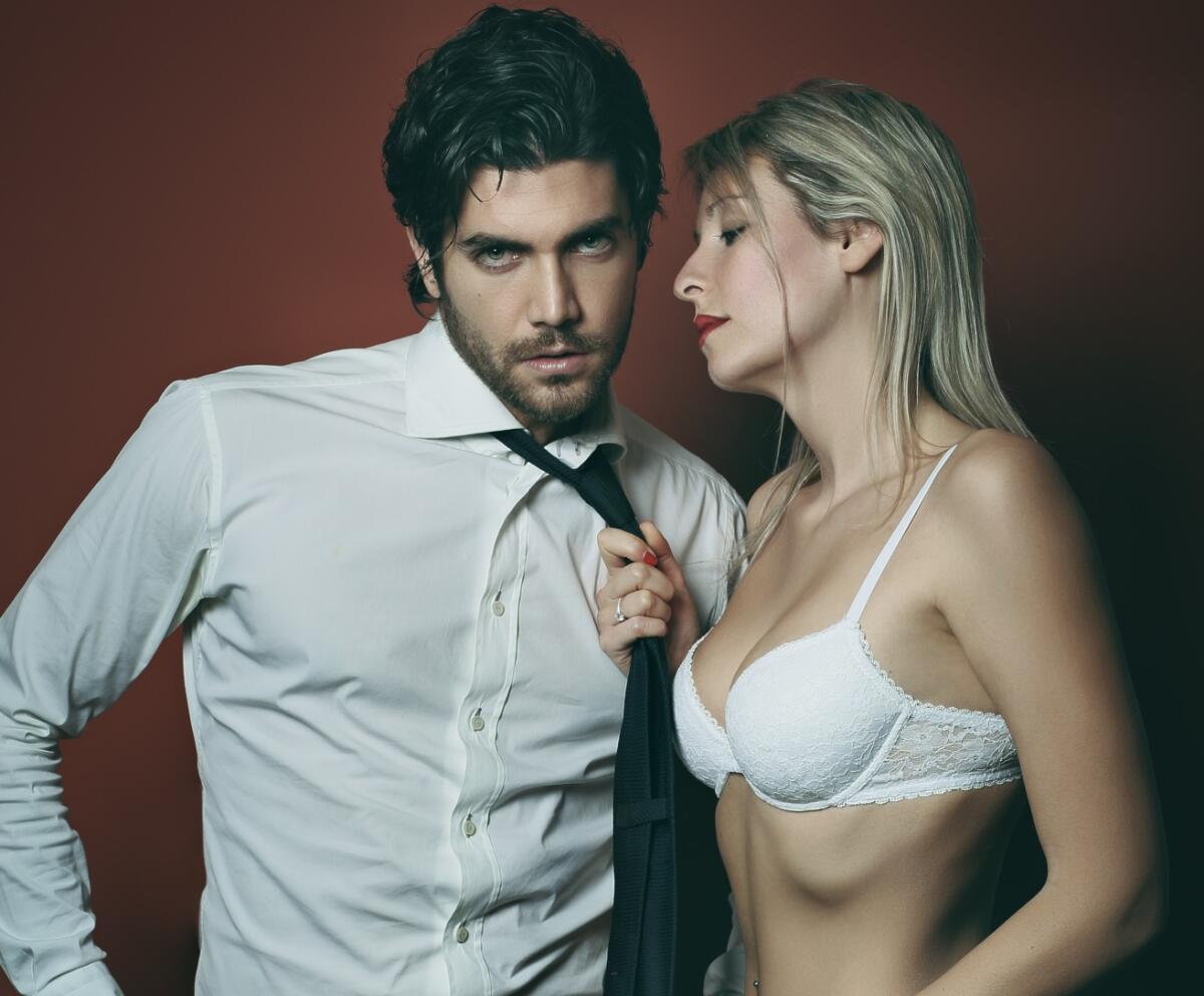 Красивые женщины любят помоложе секс партнёров фото 297-622