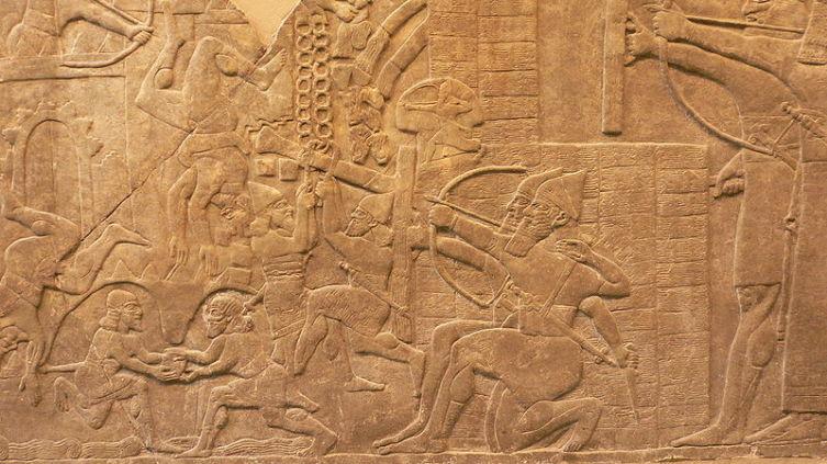 Взятие ассирийцами города, древний барельеф