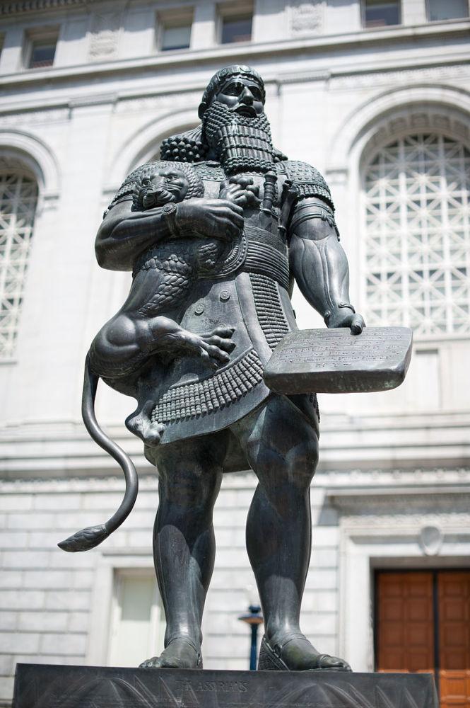 Современная статуя Ашшурбанапала - основателя первой библиотеки. Сан-Франциско