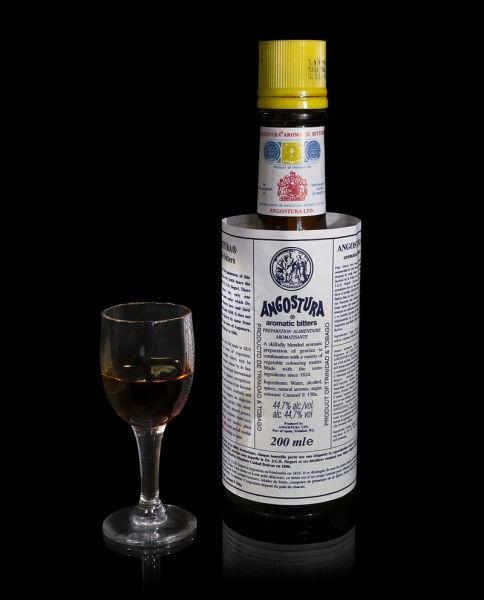 Бутылка ангостýры