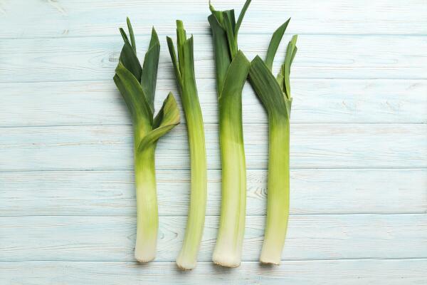 Чем полезен лук-порей и что из него можно приготовить?