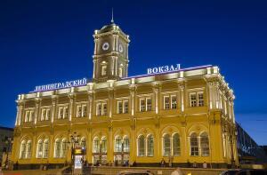 Две российских столицы растут столь быстро, что лет через 500 сольются в один гигаполис... (Коллаж: В. Губерниев)