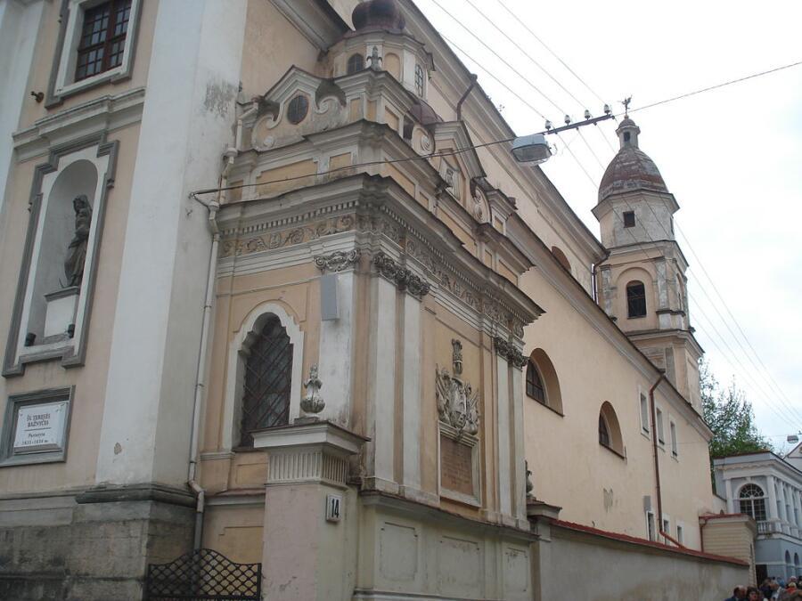Капелла Поцеев и западный фасад