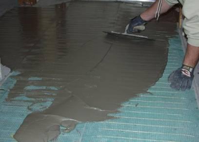 Заливка бетонной стяжки на уложенный кабель тёплого кабельного пола