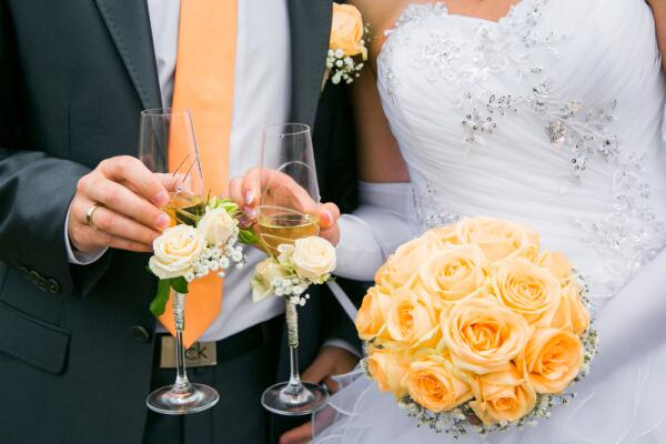 Разбить или сохранить? Всё о свадебных бокалах