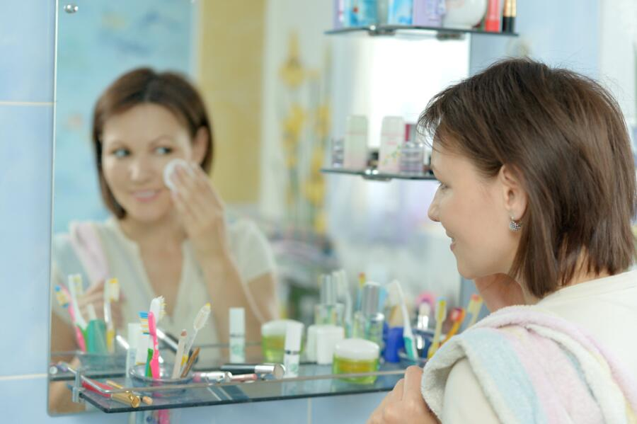 Как верно наносить макияж?