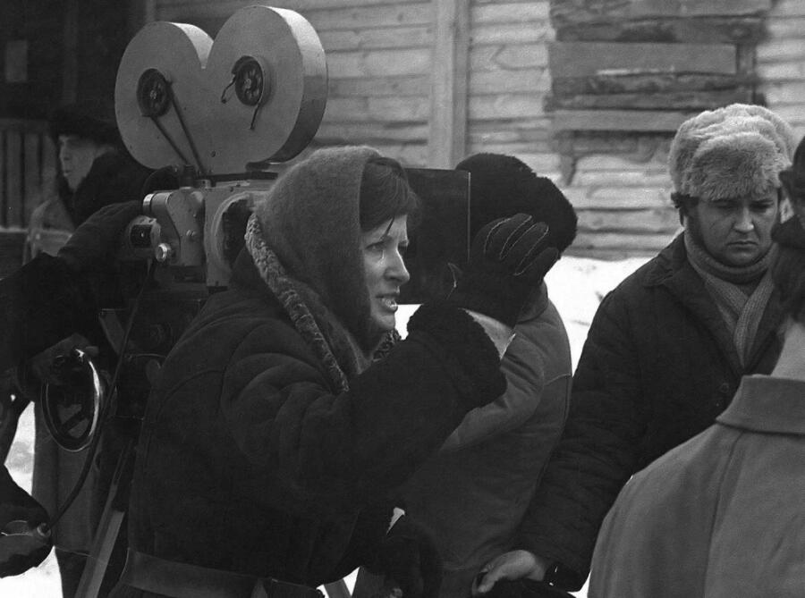 Лариса Шепитько на съемках фильма «Восхождение»