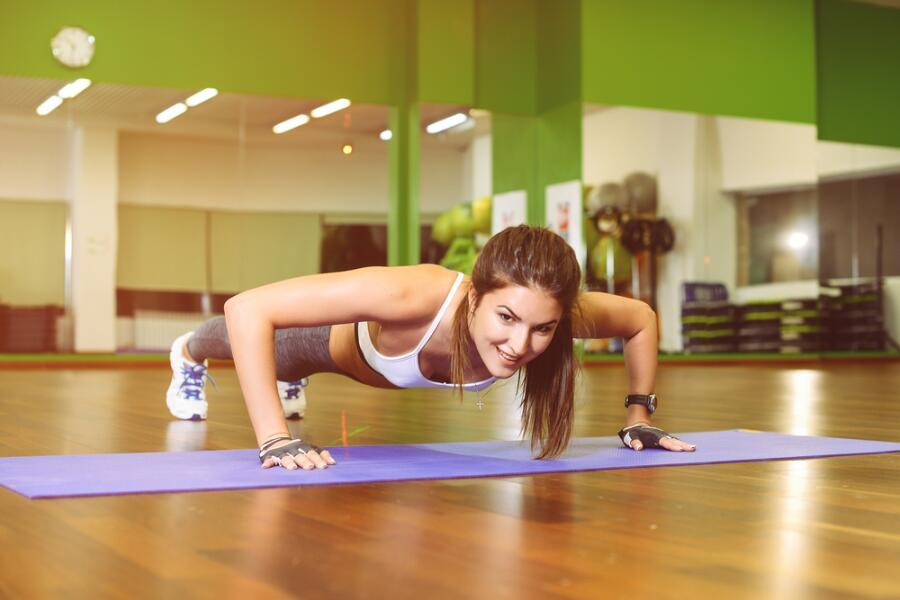 Отжимания - самый простой способ проработать мышцы груди
