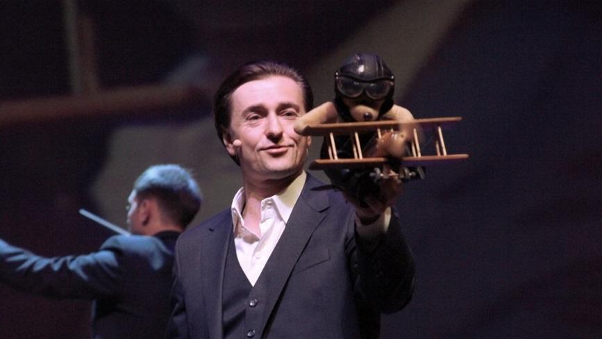 Сергей Безруков в роли Рассказчика, спектакль «Маленький принц»