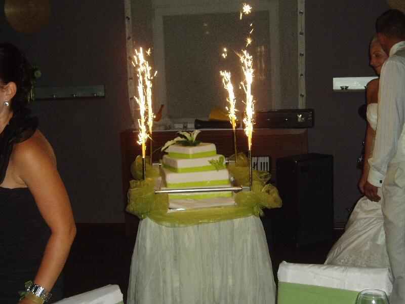 Свадебный торт он не один