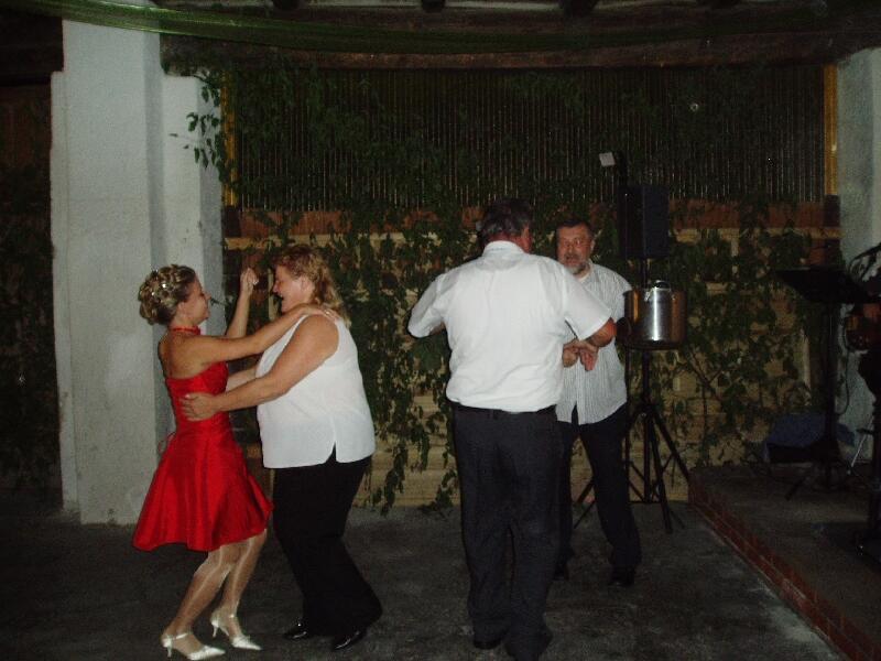 На танец невесту может пригласить любой из гостей