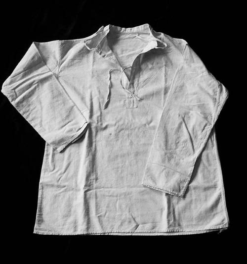 Рубашка, в которой Шарль Митчи покинул лагерь в августе 1945г.
