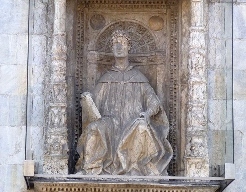 Памятник Плинию в Комо, XV век