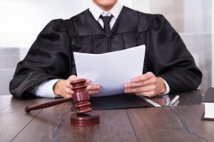 Коммунальщики подали на вас в суд. Как отменить судебный приказ?