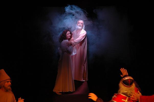 Сцена из спектакля «Шейх Санан». Постановка Азербайджанского государственного театра юного зрителя в Баку