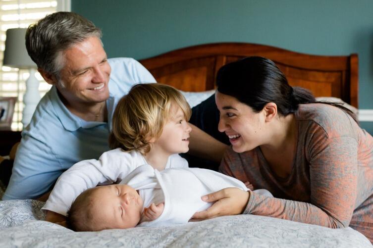 Как родителям справиться с ревностью старшего ребенка по отношению к младшему?