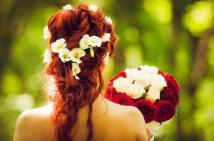 Какие цветы лучше выбрать для прически?