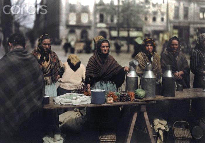 Польские крестьянки на рынке в Кракове, начало ХХ века