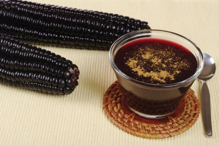 Десерт из фиолетовой перуанской кукурузы